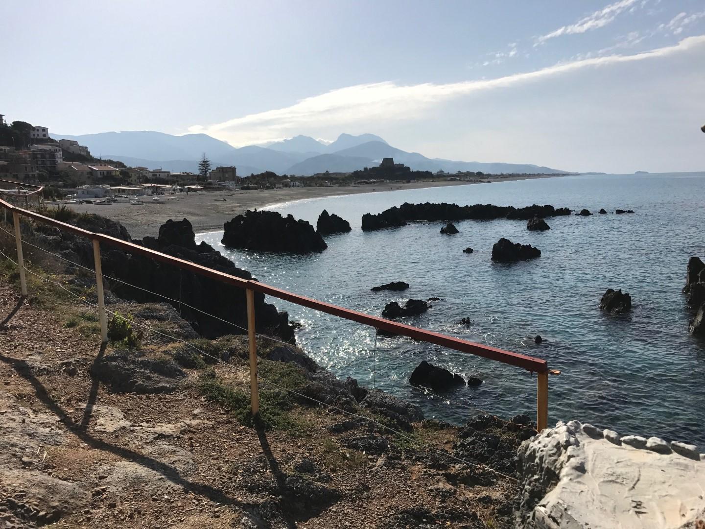 La spiaggia di Scalea e la scogliera dell'Ajnella  Le meraviglie della Calabria, una regione da scoprire