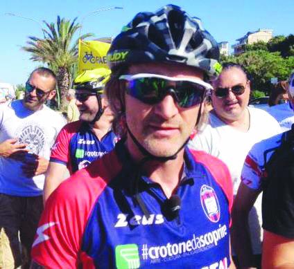 Serie A Crotone, Davide Nicola in bici verso TorinoPassaggio da Pescara pensando ai terremotati d'Abruzzo