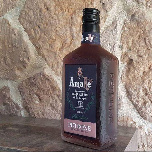 """""""L'amaro della Reggia"""", il primo liquore realizzato con le erbe del Real Giardino Inglese di Caserta"""