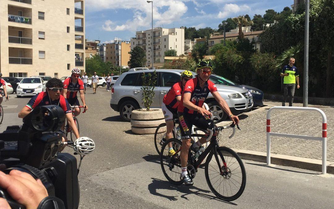 Tappa a Matera per Davide Nicola: l'allenatore del Crotone omaggia anche Denis Bergamini