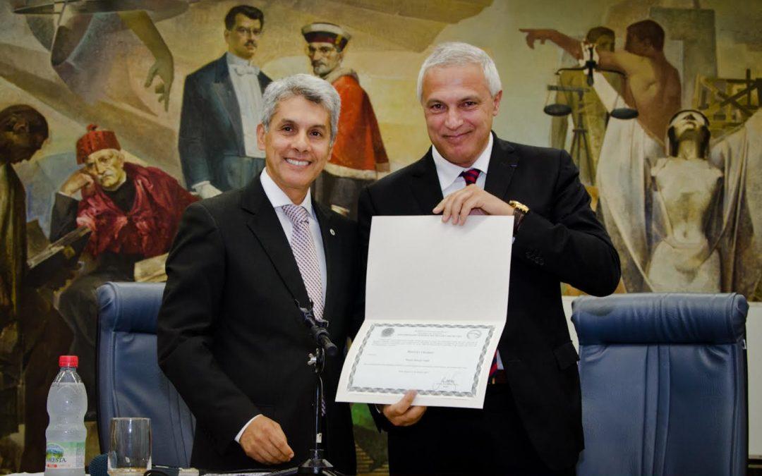 Il professor Nuccio Ordine (a destra) con il co-rettore dall'Universidade Federal do Rio Grande do Sul (Porto Alegre)