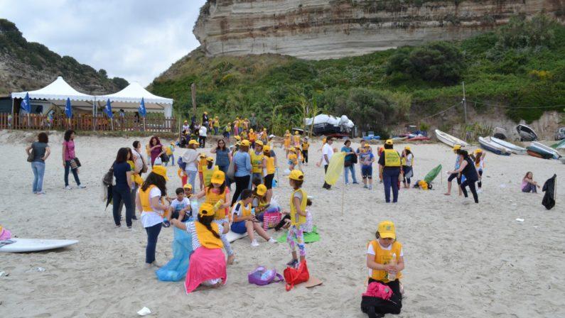 """Ricadi, Legambiente rilancia """"Spiagge Pulite""""  I volontari hanno ripulito Formicoli e la Scalea"""