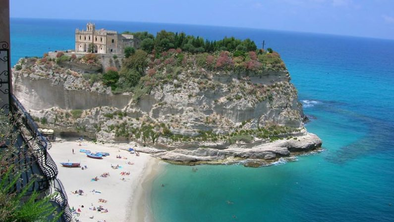 La bellezza di Tropea ammalia i turisti di tutta ItaliaLa perla del Tirreno spopola su Instagram
