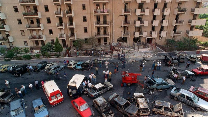 Mafia, 28 anni fa la strage di Via D'Amelio in cui morì Paolo Borsellino. Mattarella: «Sdegno e angoscia»
