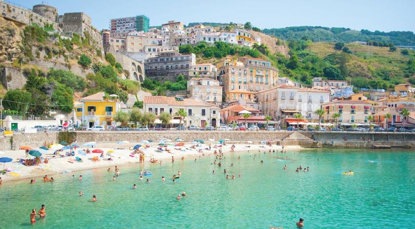 Turismo e commercio tengono in vita la Calabria  Ma BankItalia lancia l'allarme su Gioia Tauro
