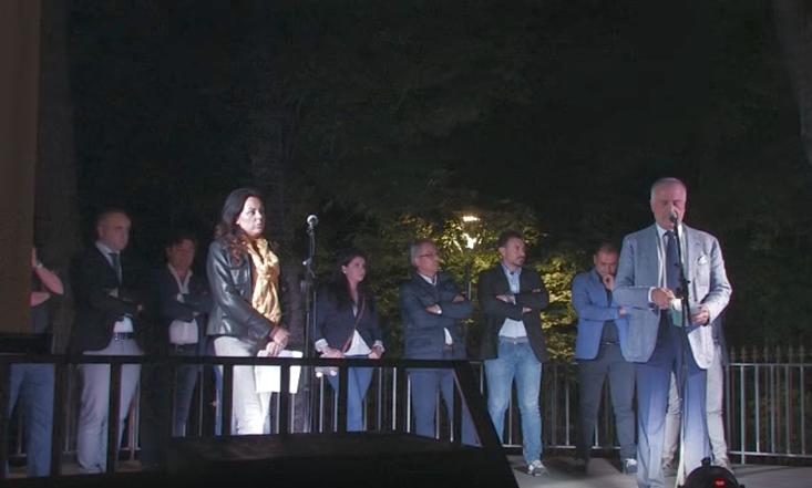 VIDEO – «Lei eletta ma il sindaco lo farò io». A Ruoti il comizio che fa indignare (e sorridere) la Basilicata
