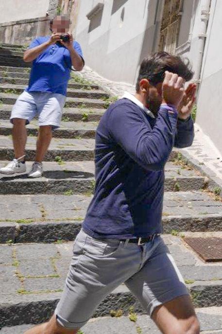 Napoli, ladro arrestato grazie alle foto dei turisti