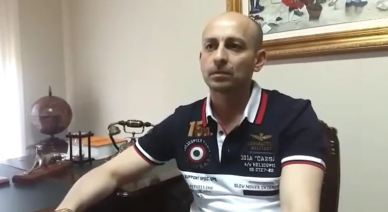 VIDEO - Elezioni a Catanzaro, la versione del candidato Fabio Celia ripreso con due esponenti della criminalità organizzata