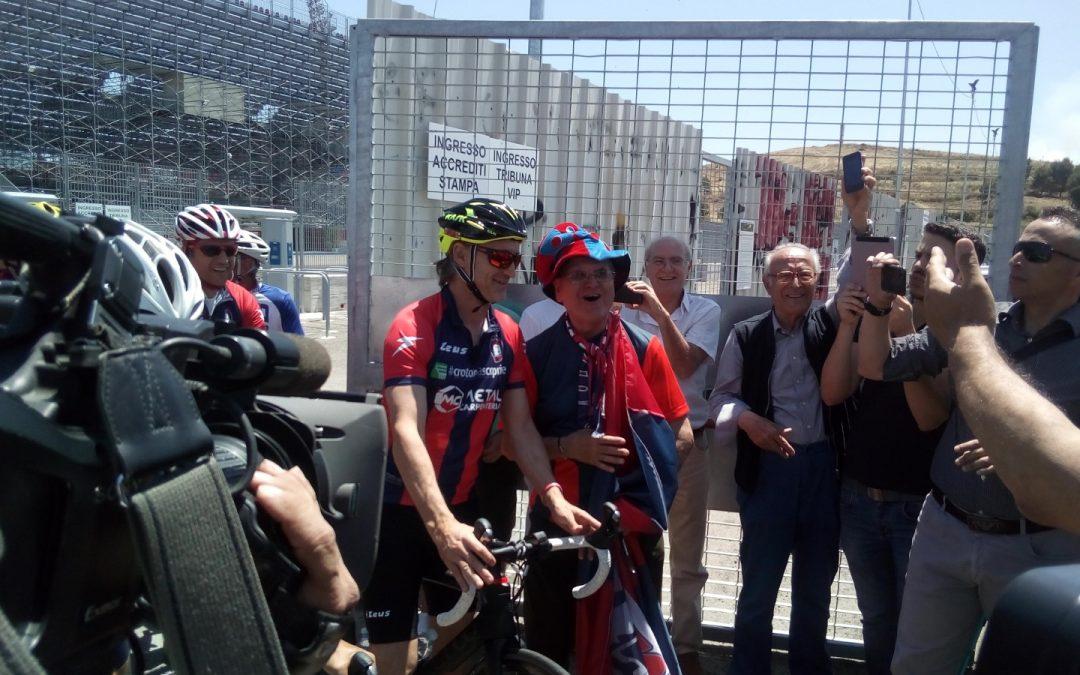 Serie A Crotone, Davide Nicola parte in bicicletta verso Torino  Viaggio in 9 tappe per celebrare la salvezza in Serie A