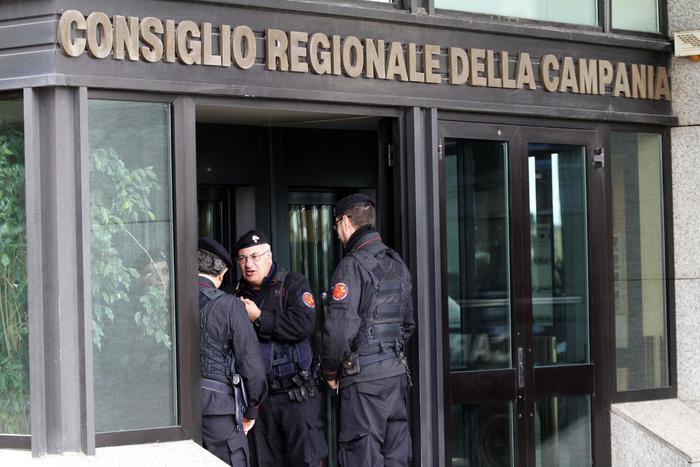 Sequestro di beni ad ex consigliere Regione: arrestato