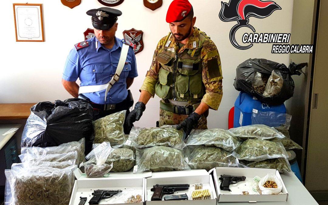 La droga e le armi ritrovate
