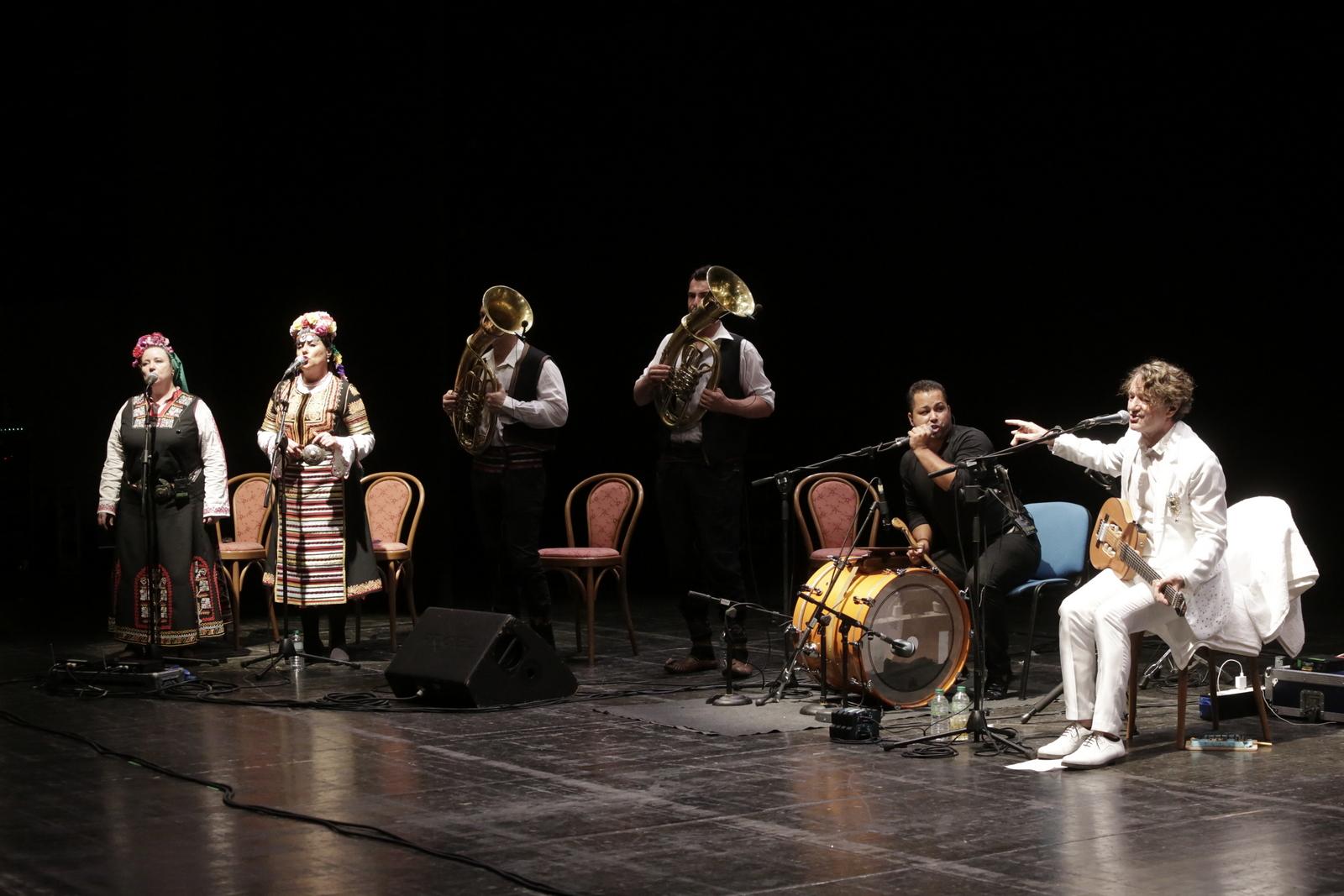 Catanzaro, Goran Bregovic seduce il Politeama  Successo per il concerto nell'ambito del Festival D'autunno