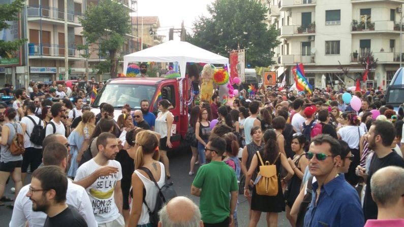 """Cosenza, frattura tra gli attivisti della comunità Lgbt: Arcigay si dissocia dal """"pride"""" di Fem.In."""