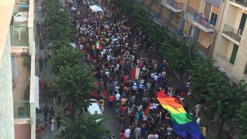 FOTO - La grande festa di colori a CosenzaLe immagini del primo Gay Pride cosentino