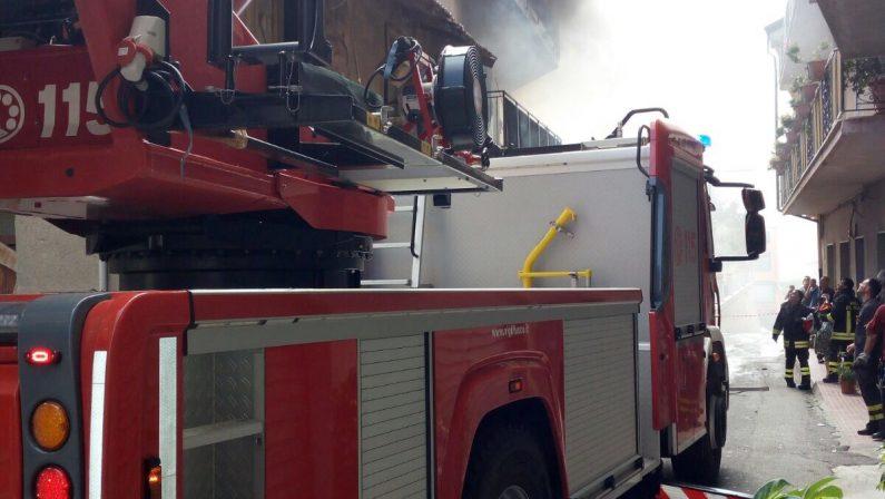 FOTO - Incendio a Motta San GiovanniIn fiamme un palazzo in centro città