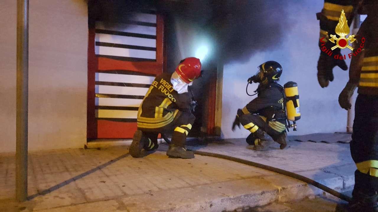 Forte esplosione in pieno centro città a CrotoneDistrutto un centro scommesse dietro il municipio