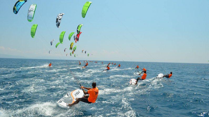 Incidente in mare nel Vibonese, grave un regginoScaraventato dal vento mentre praticava kite surf