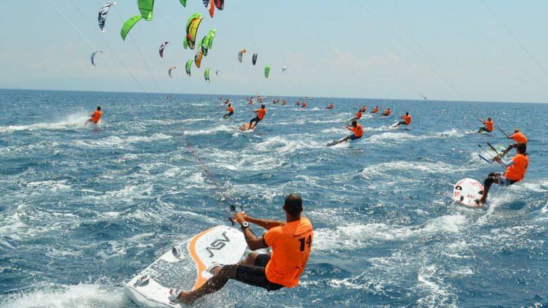 Il Mondiale di Kite Surf sbarca in Calabria: 180 atleti si sfideranno nelleacque di Gizzeria