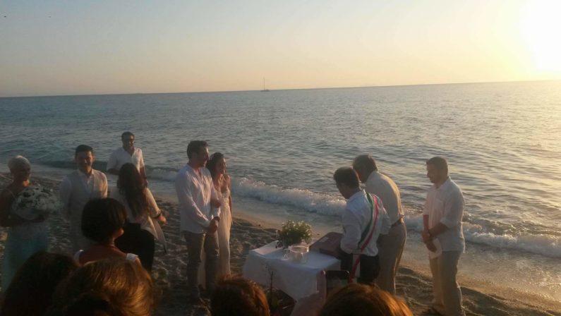 Dall'Australia fino a Capo Vaticano per sposarsiUna coppia dall'estero torna dove si è conosciuta