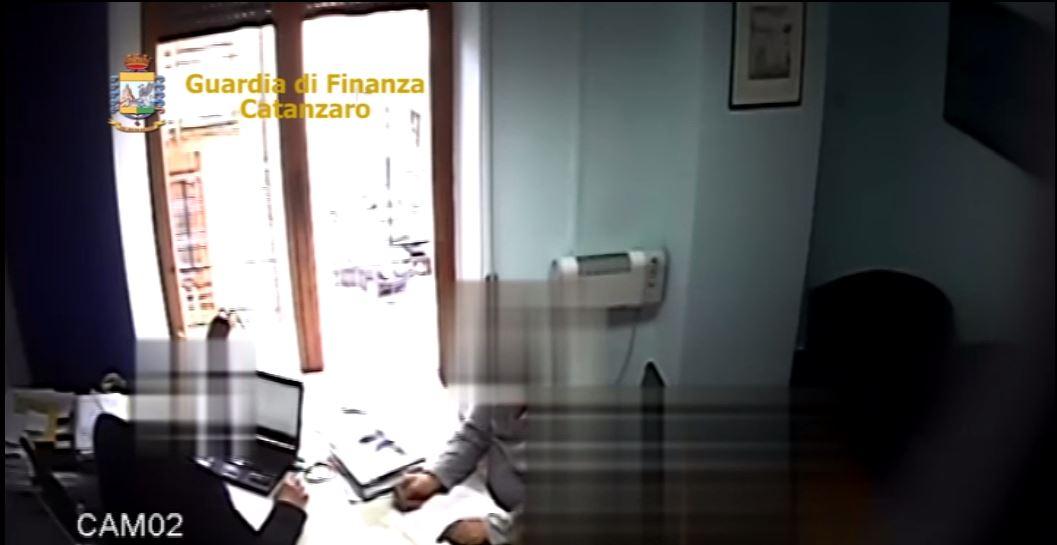 Peculato e favoreggiamento all'Asp di Catanzaro: indagine sui dirigenti, due arresti