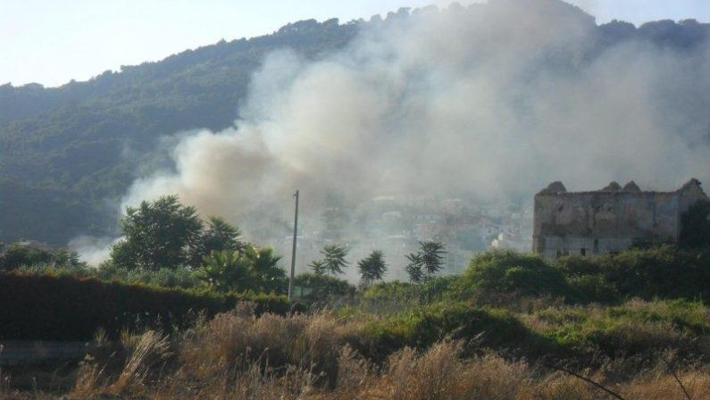 Allarme inquinamento a Lamezia dopo nuovo incendioNel campo rom bruciati vari rifiuti e pneumatici