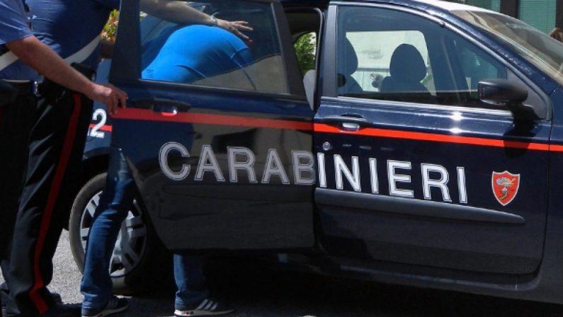Acquistano gasolio con assegni falsi, arrestati dai carabinieri