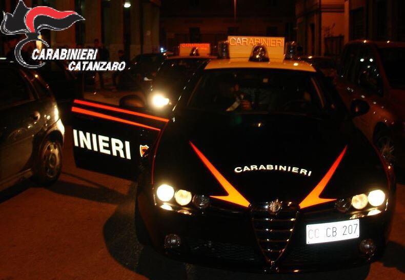 Ancora intimidazioni alle attività commerciali  Due bottiglie incendiarie ritrovate a Catanzaro