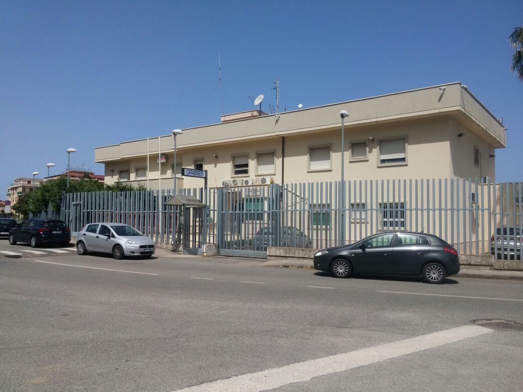 Sospetti atti osceni davanti a delle bambinePoliziotto non in servizio blocca 4 persone a Pizzo