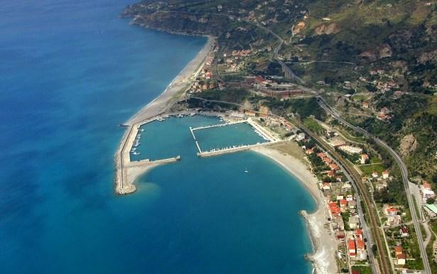 La spiaggia di Cetraro e il litorale di LampetiaLe meraviglie della Calabria, una regione da scoprire