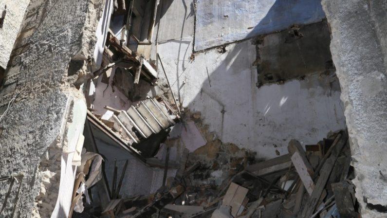 Ancora un crollo nel centro storico di CosenzaEvacuata una famiglia nell'area nei pressi del Duomo
