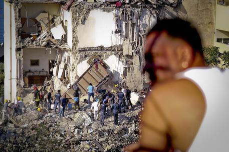 Crollo palazzina a Torre Annunziata, otto morti