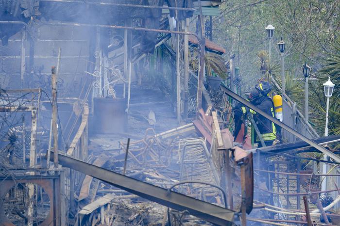 Incendi in Campania, i sindaci dichiarano lo stato di calamità. E Mattarella:azioni criminali