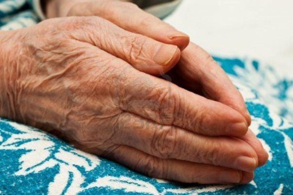 «Così riesco a vivere da sola con 600 euro di pensione». Storie di anziani a rischio povertà