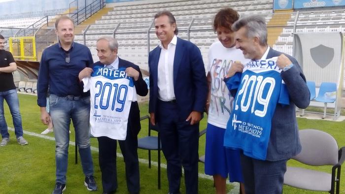 Calcio Lega Pro, il Matera celebra il 2019: logo di sostegno sulla maglia ufficiale