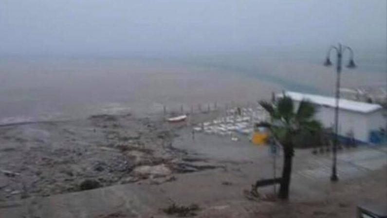 FOTO - Nubifragio si abbatte sul RegginoStrade allagate, frane e molti disagi
