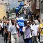 processione statua migranti.jpg