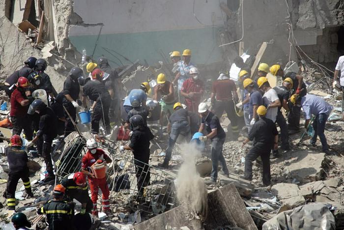Crollo palazzina a Torre Annunziata: 16 avvisi di garanzia