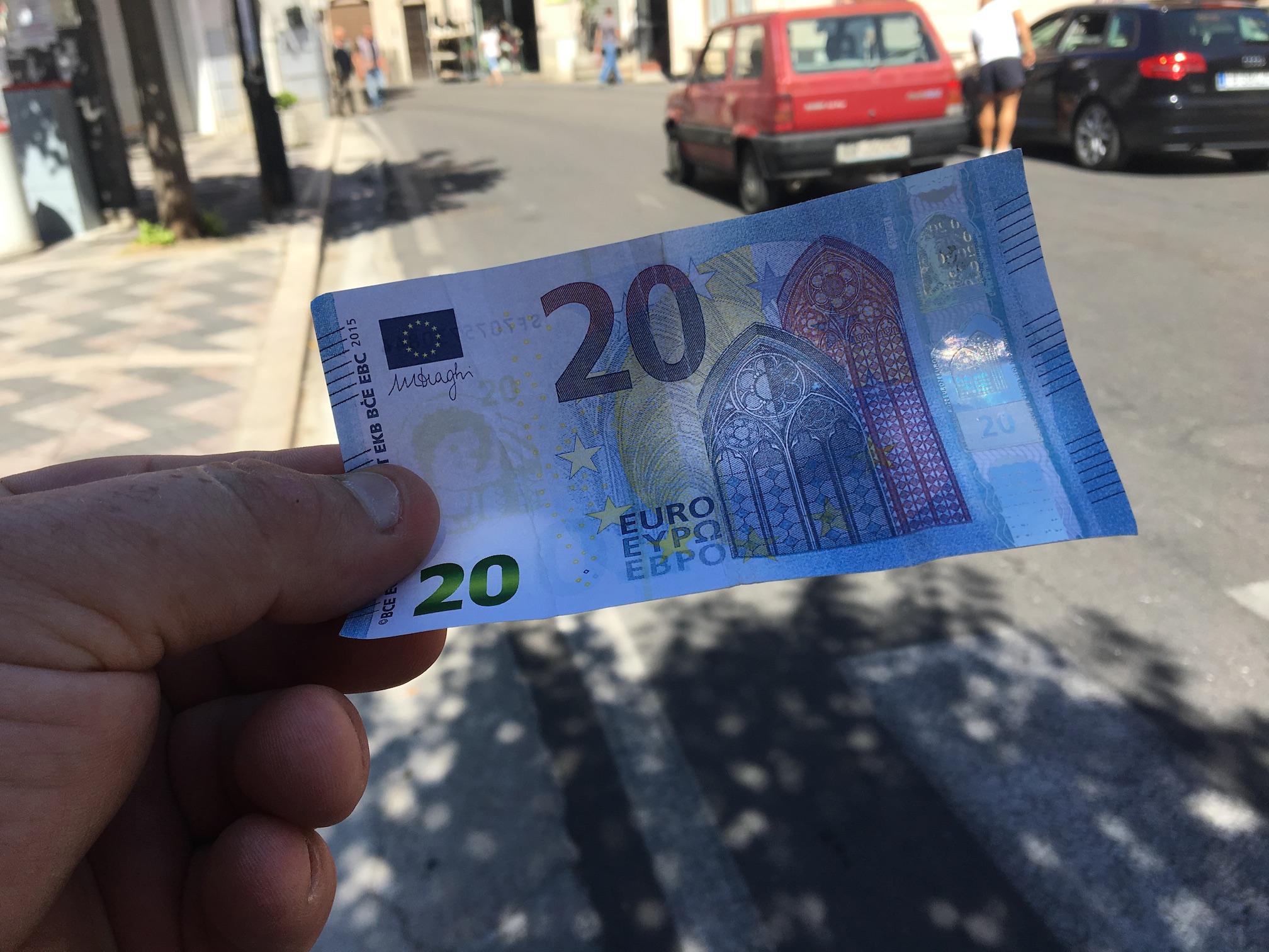 Sorpresi con 70mila euro in banconote falseDenunciati un napoletano e un calabrese