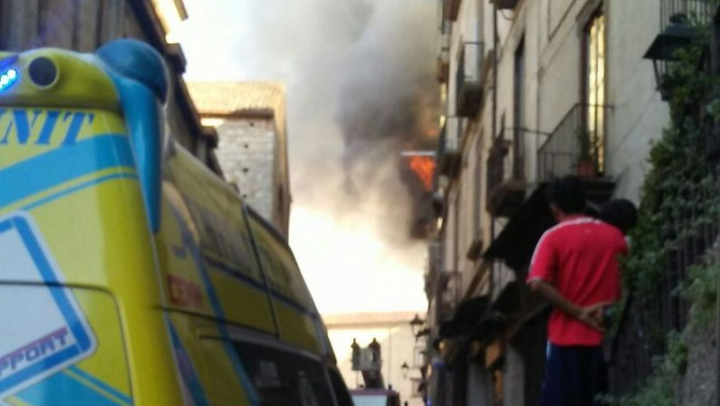 Due mesi dal rogo di Cosenza: le vittime e la biblioteca
