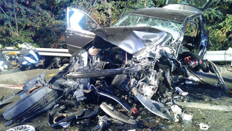 Brutto incidente nella notte sulla Statale 106 jonica nel Catanzarese, cinque i feriti