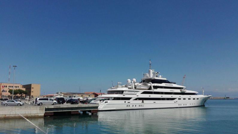 FOTO - La regina Rania di Giordania fa tappa a Vibo Marina