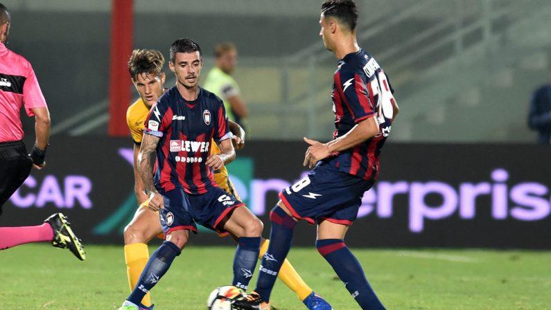 """Serie A: primo punto per il Crotone, la sfida dello """"Scida"""" col Verona finisce 0-0"""