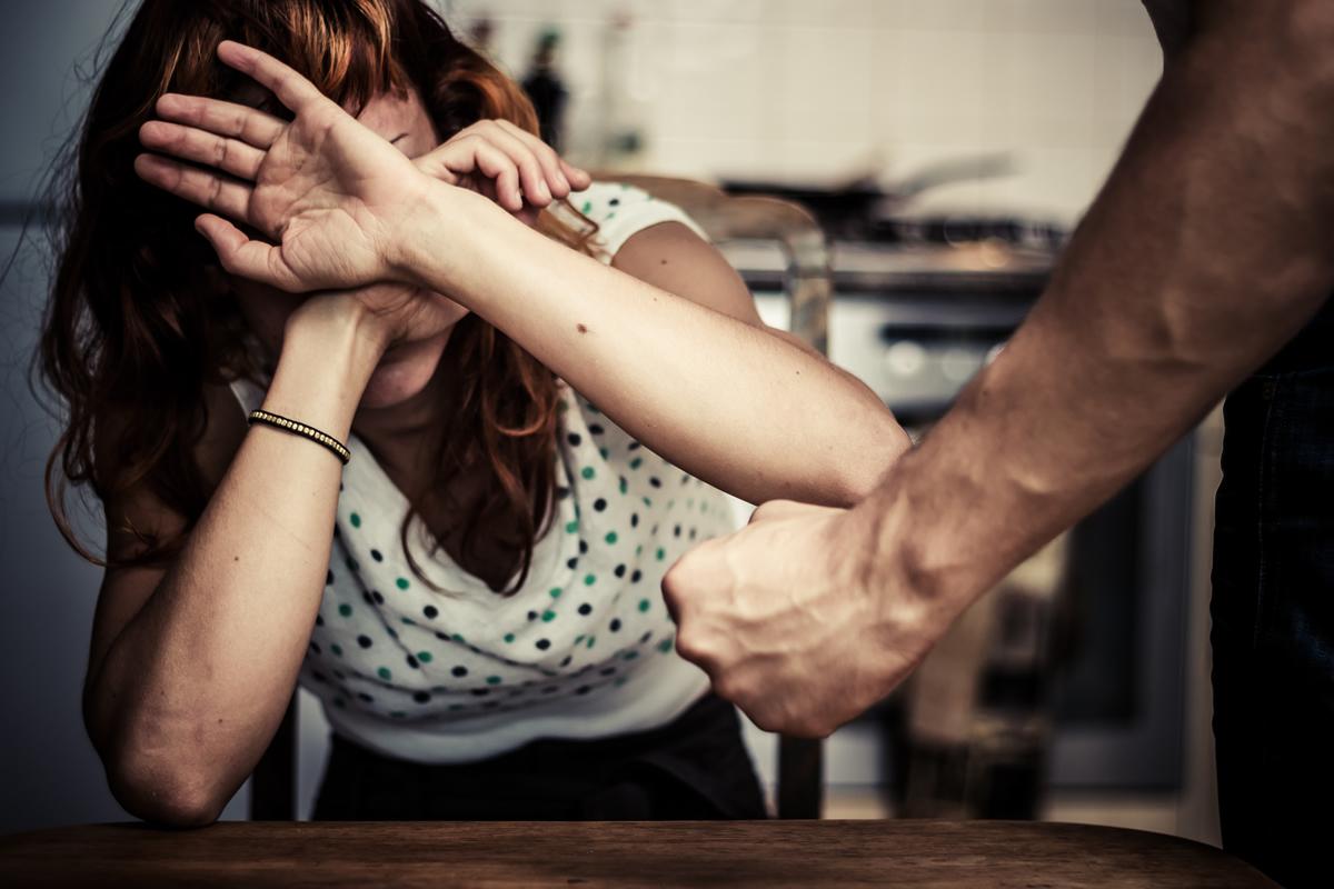 Prima violenta una donna poi la perseguita per mesiIndagini portano all'arresto di un uomo nel Cosentino