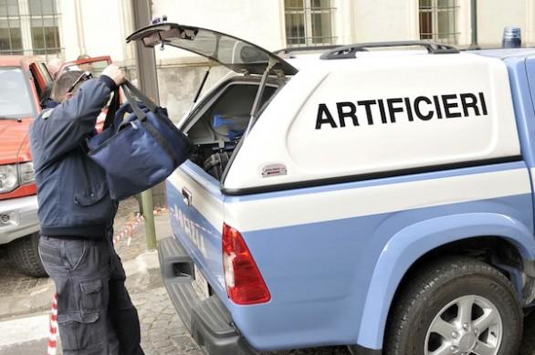 Pregiudicati trasportavano materiali esplosiviArrestati dalla polizia e posti ai domiciliari