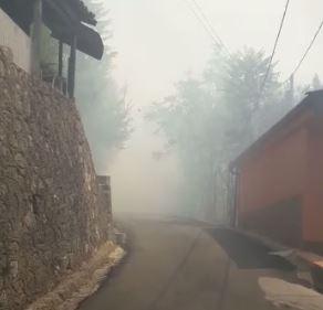 VIDEO - Incendio nell'abitato di CosenzaFiamme nel centro storico, evacuata struttura