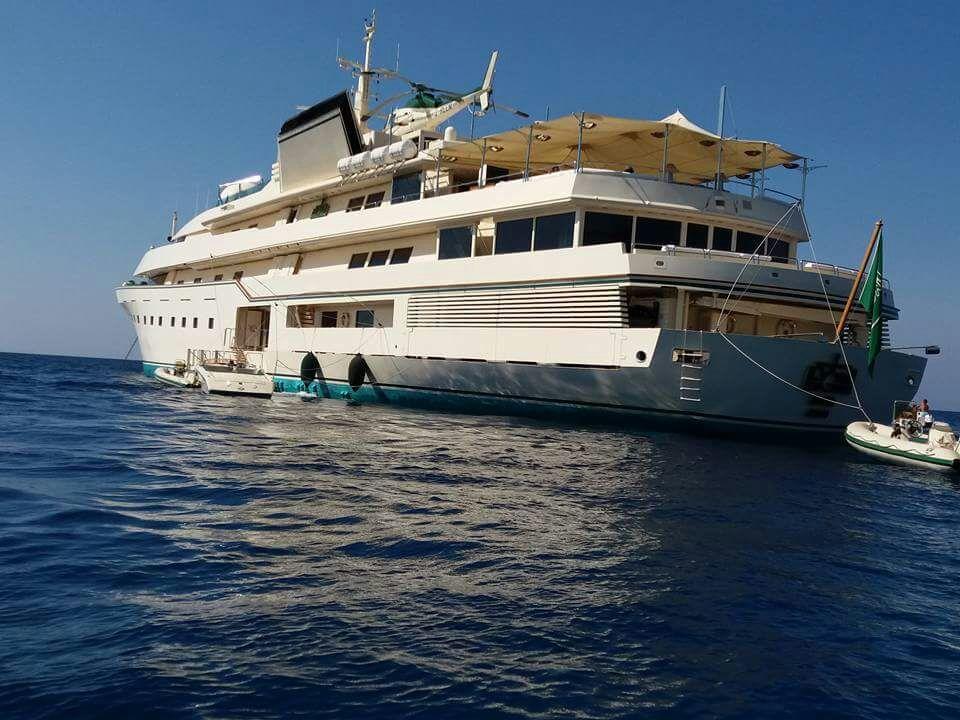 """A Tropea """"la barca più spettacolare del mondo""""  Il panfilo è stato anche di proprietà di Donald Trump"""