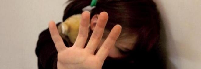 Maltrattamenti in famiglia, picchia compagna incinta in strada: denunciato a Lamezia