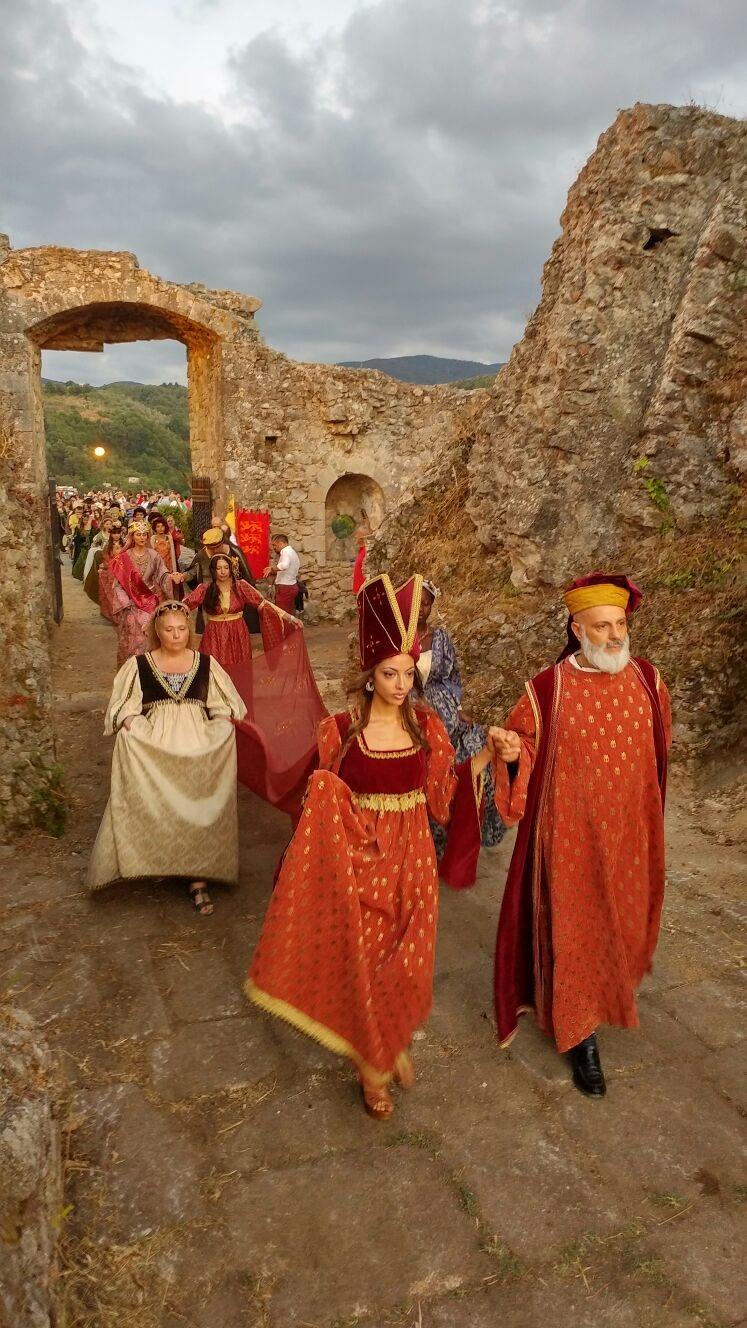 Un salto nel tempo fino al Medio Evo: nel Vibonese la rievocazione storica dell'arrivo del Guiscardo