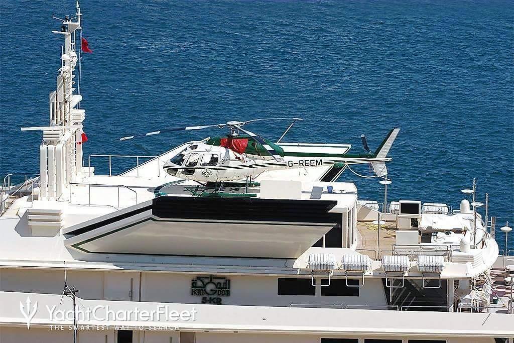 """FOTO – Il panfilo nelle acque di Tropea  Ecco la barca """"più spettacolare del mondo"""""""