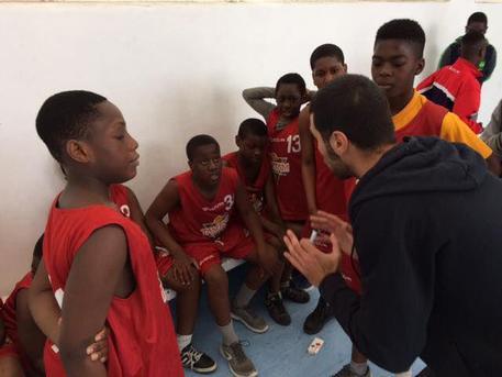 Nati in Italia, ma stranieri: bloccato team di basket nel casertano